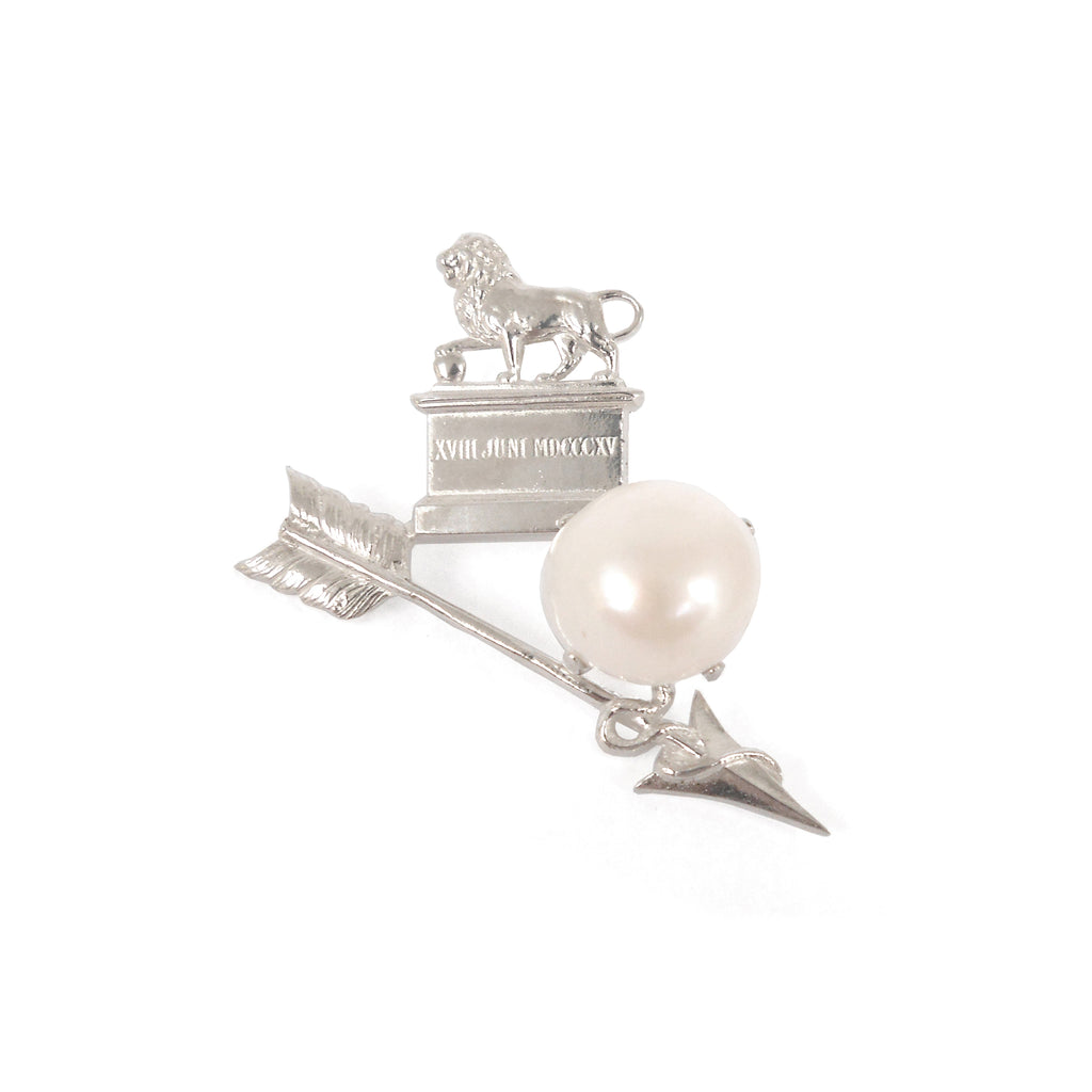 Brooch with Pearl, cupid's arrow and Lion's Mound