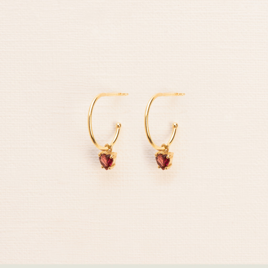 18kt Gold Hoop Earrings with heart cut Garnet