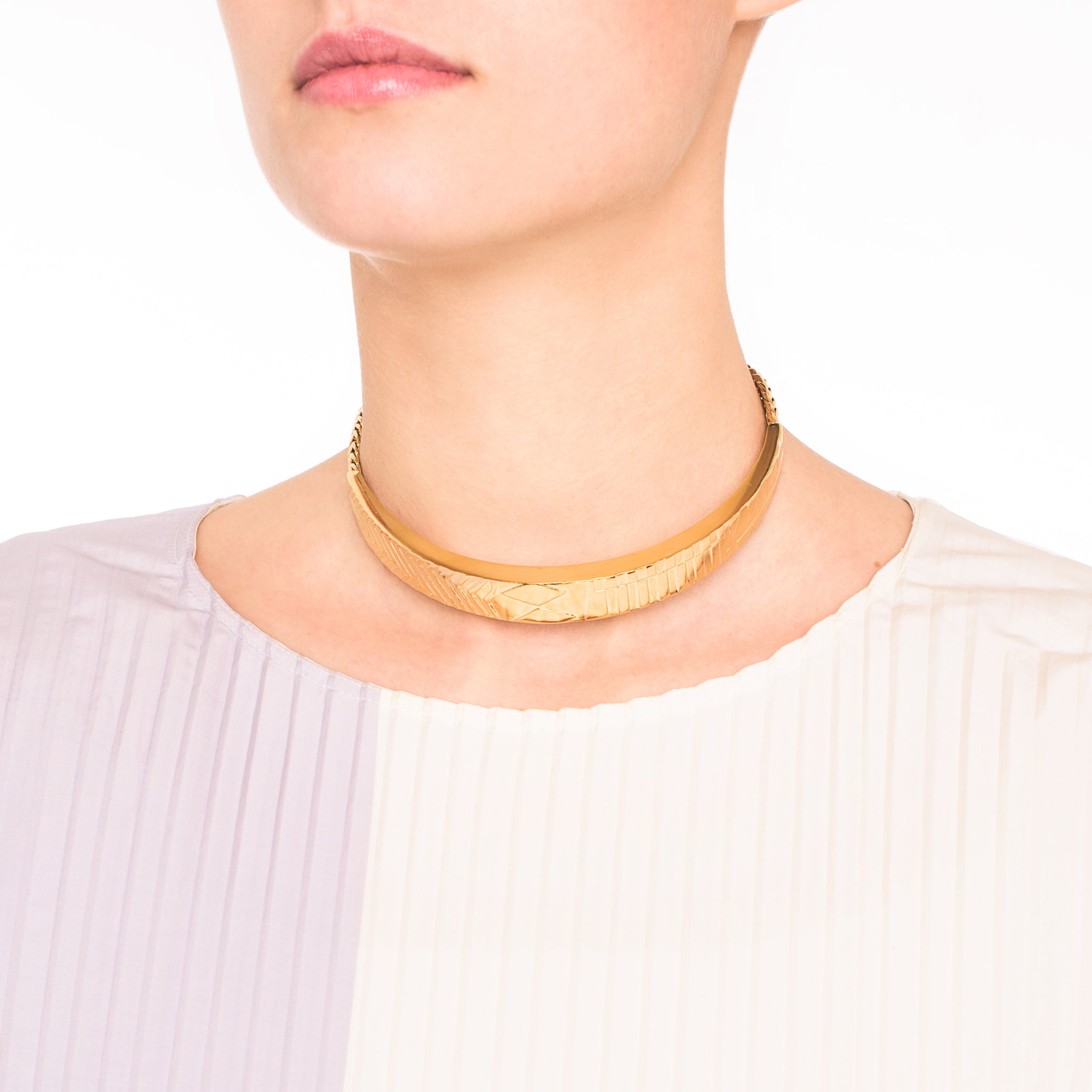 Etched Statement Choker with Chains and clasp