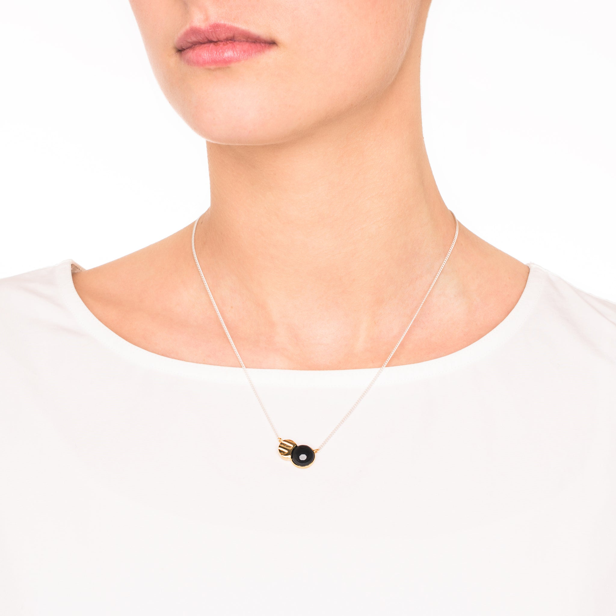 Fine Necklace with etched Pendant and Onyx stone