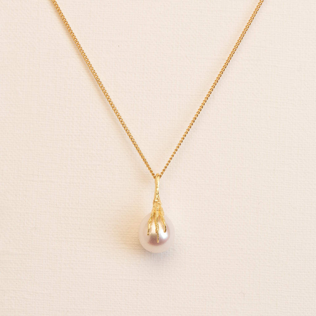 18kt Gold fine Necklace with crow's foot and Freshwater Pearl pendant