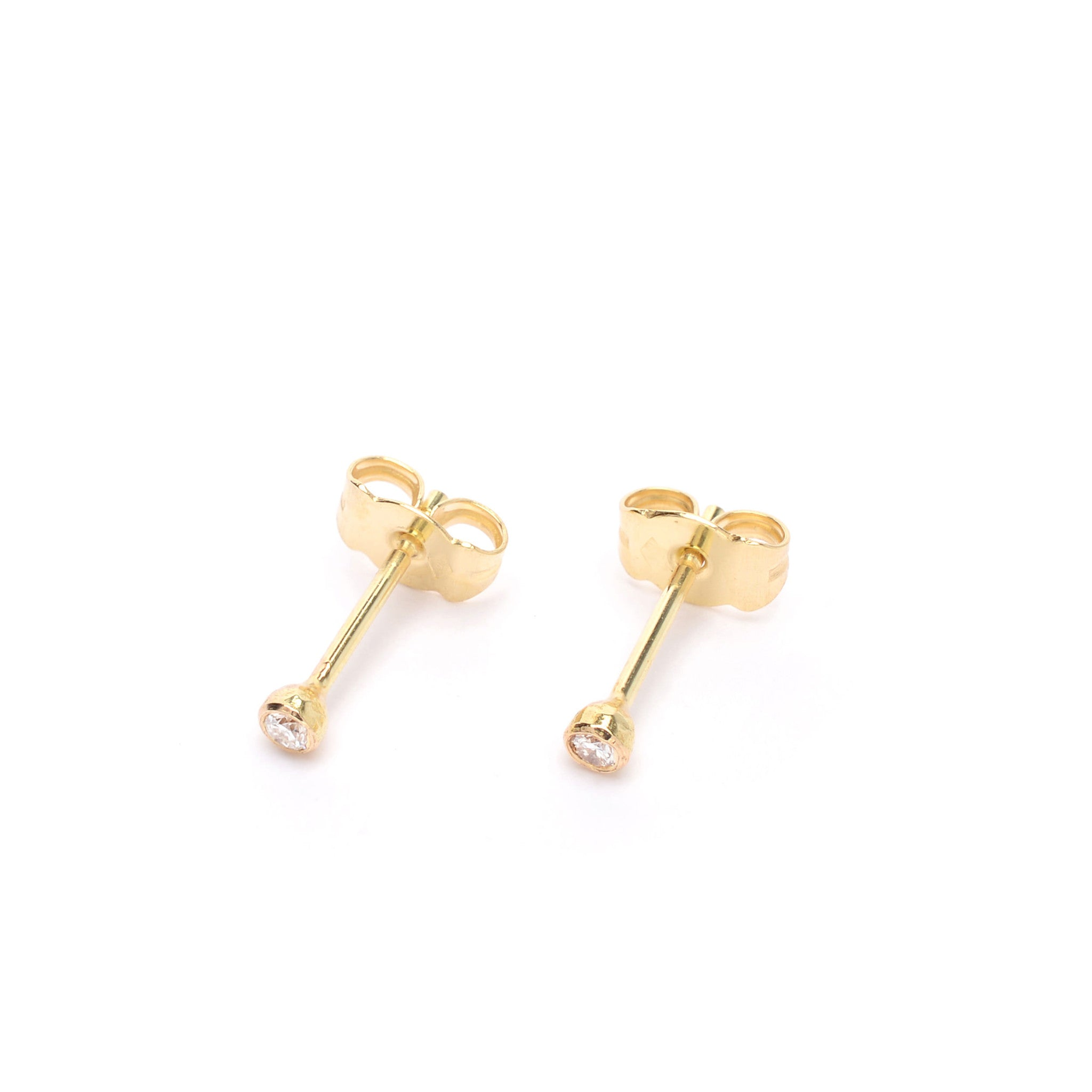 18kt Gold stud earrings with White Diamond