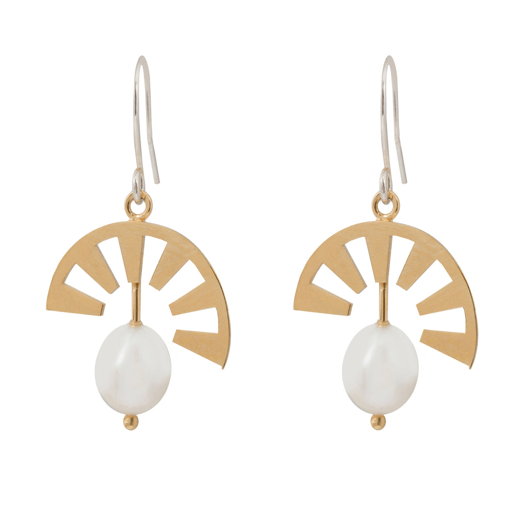 Hook Earrings with sunbeam element and Pearl
