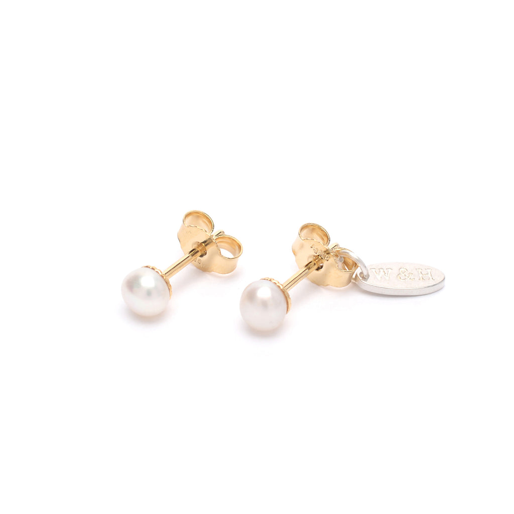 Stud Earrings with Freshwater Pearl