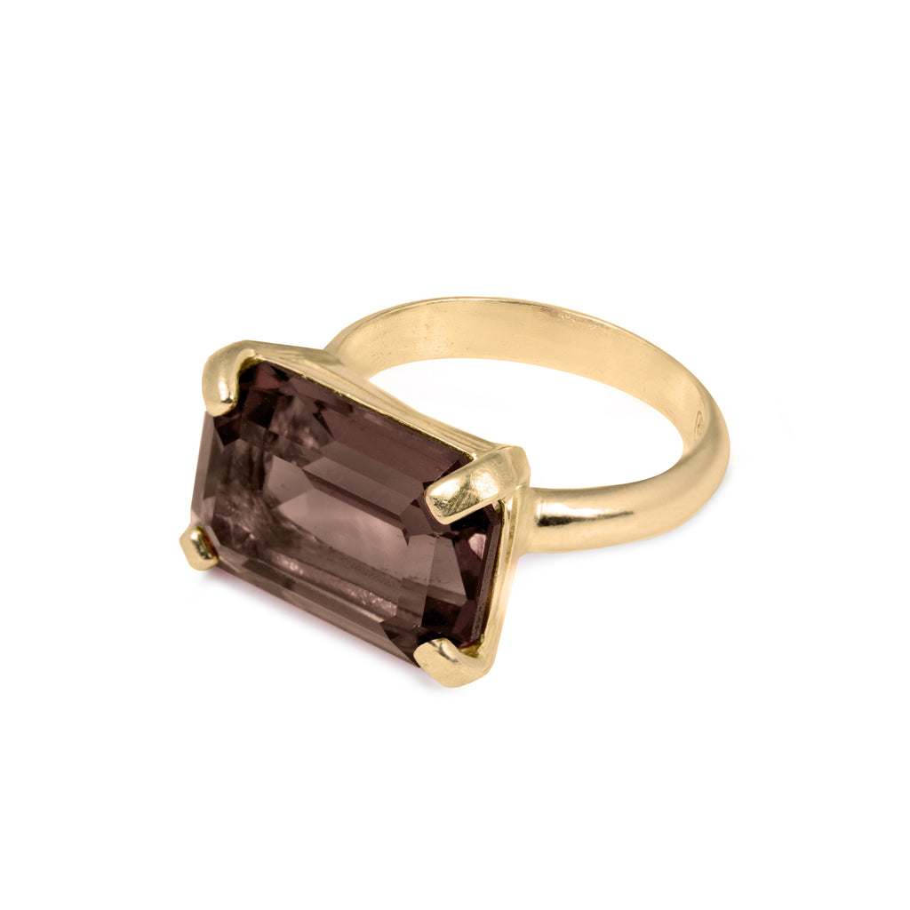 Elegant Ring with Smoky Quartz
