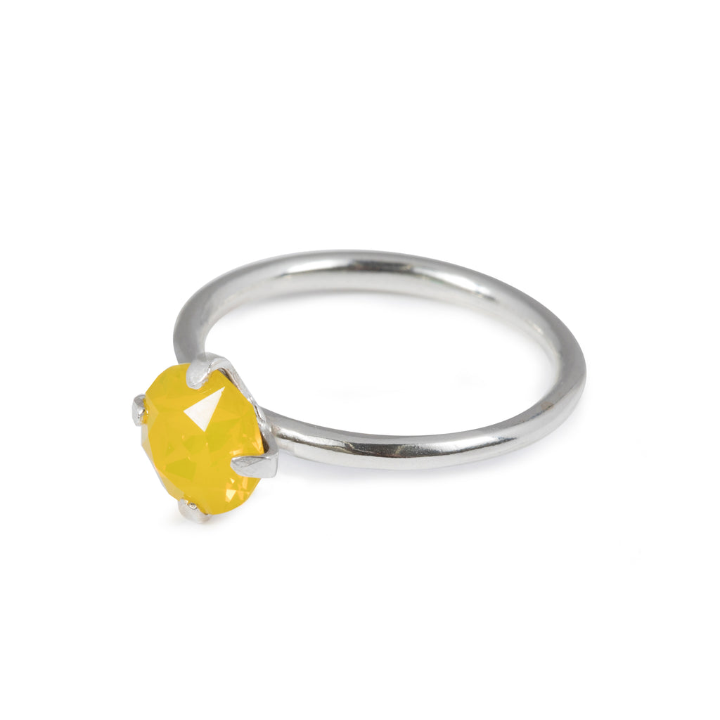 Fine Ring with yellow opal crystal