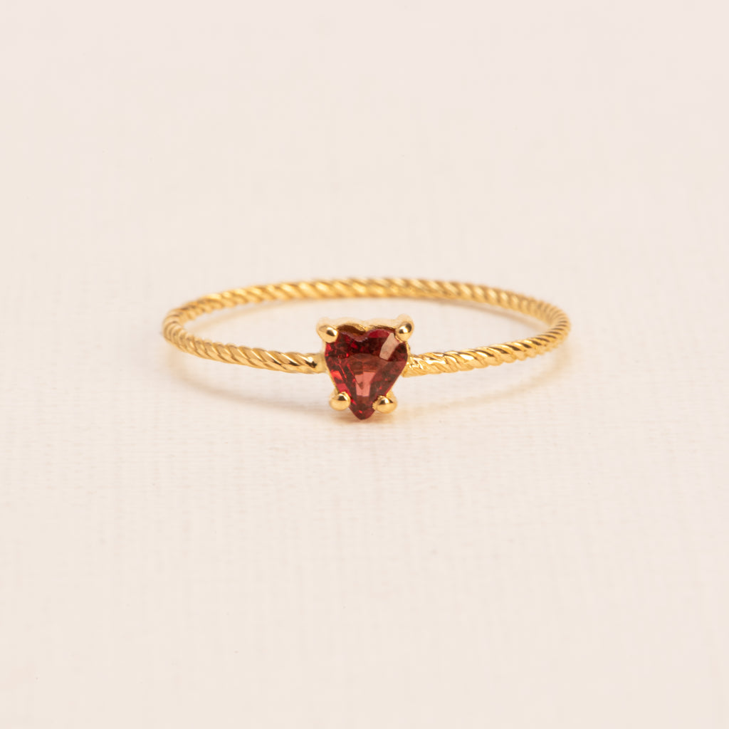 18kt Gold twisted Ring with heart cut Garnet