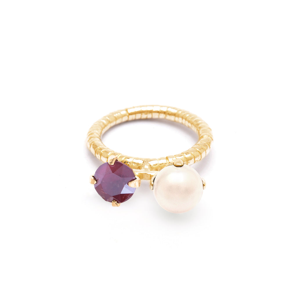 Elegant Ring with dark red Crystal and Pearl