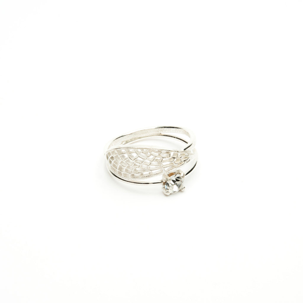 Elegant Ring with white Crystal and wing detail