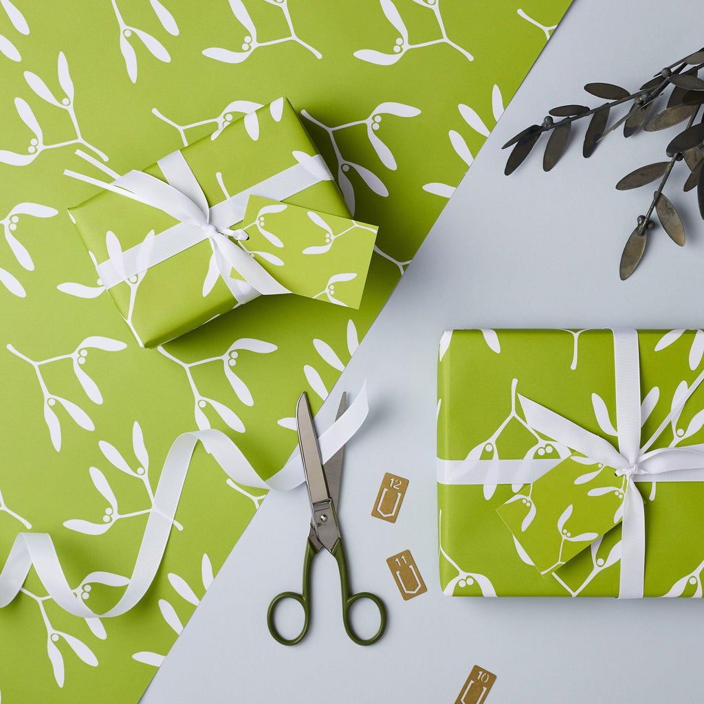 Mistletoe Christmas Gift Wrap Set - Studio 9 Ltd