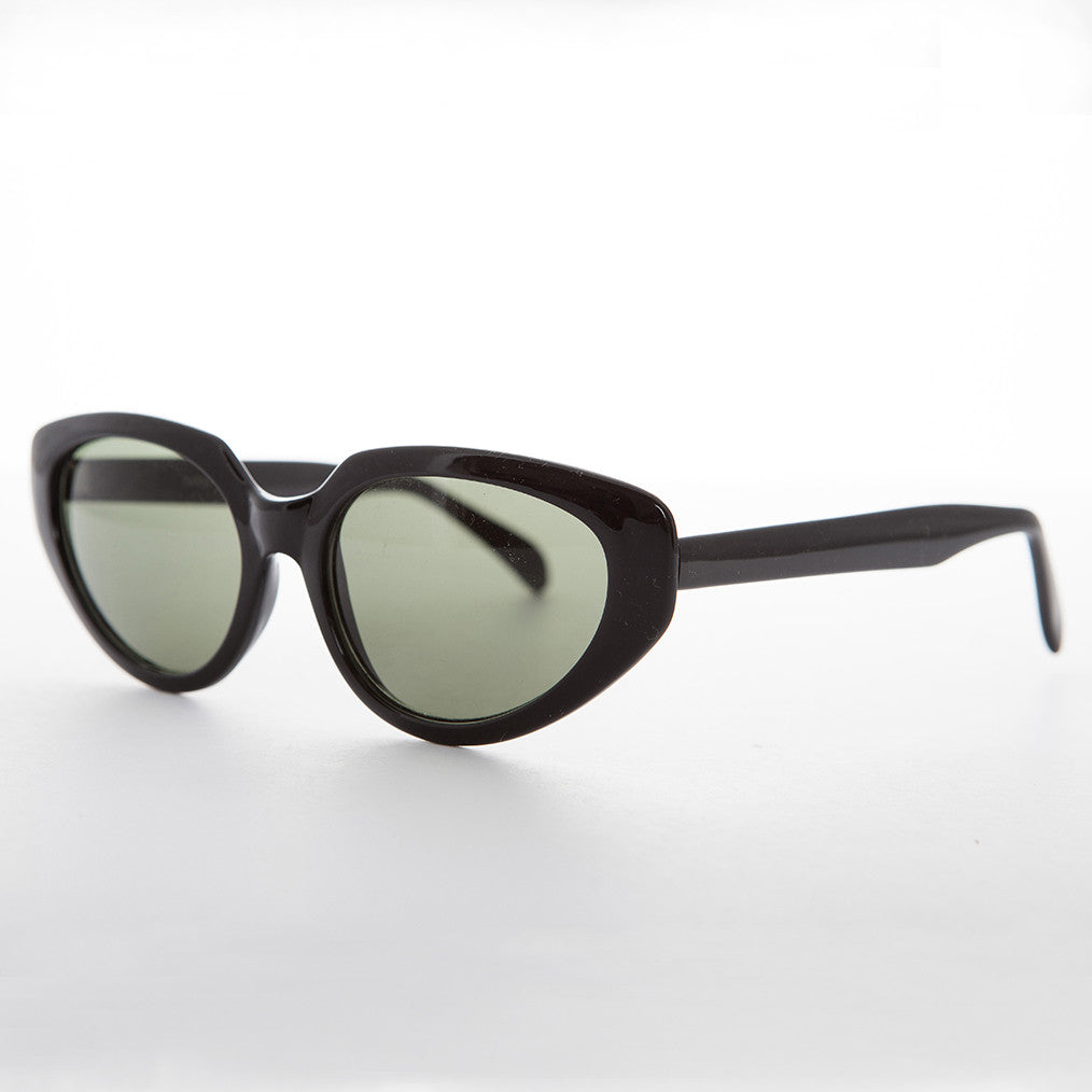 black vintage oversized cat eye sunglass