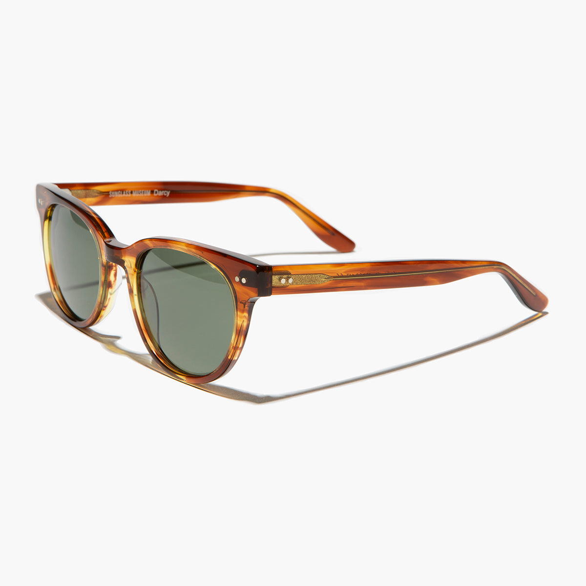 rounded square retro sunglass with polarized lenses