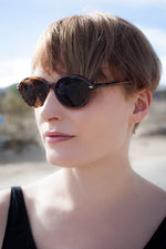 Load image into Gallery viewer, Women's Large Oval Glamour Vintage Sunglasses