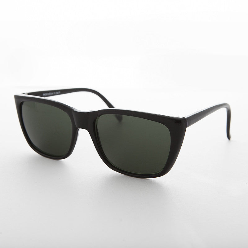 classic rectangle black frame vintage sunglass with glass lens