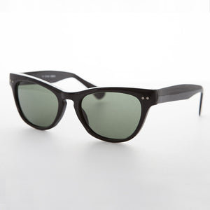 black vintage cat eye sunglass with keyhole bridge