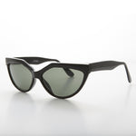 Load image into Gallery viewer, Geometric Black Cat Eye Vintage Sunglass