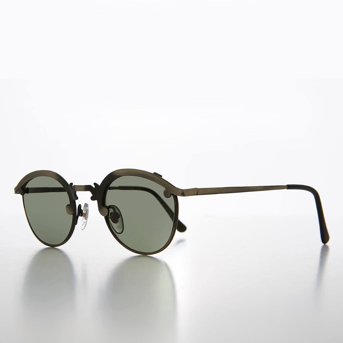 Round 90s Metal Unique Sunglass with Arrow Nose Bridge