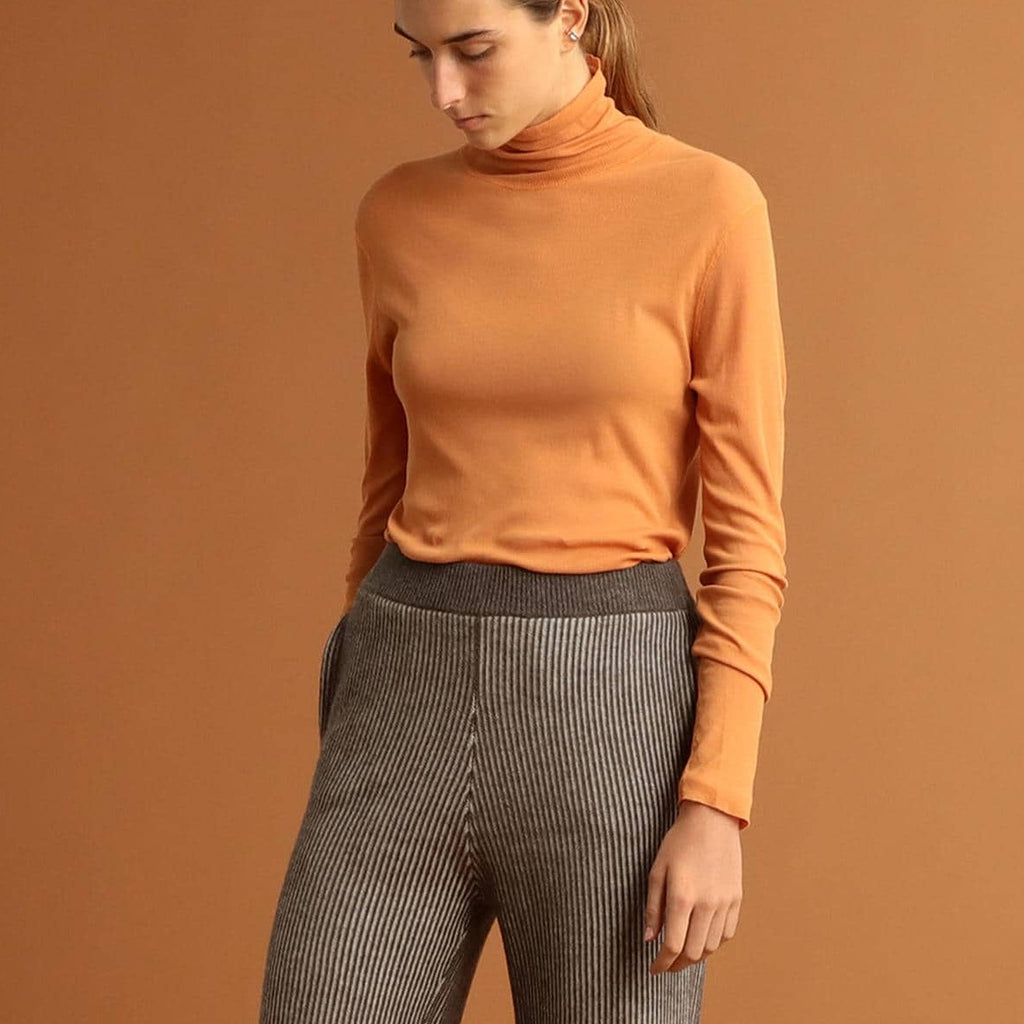 MIKAE LIGHTWEIGHT TURTLENECK