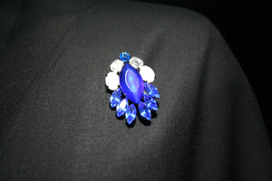 Brooch vivid blue