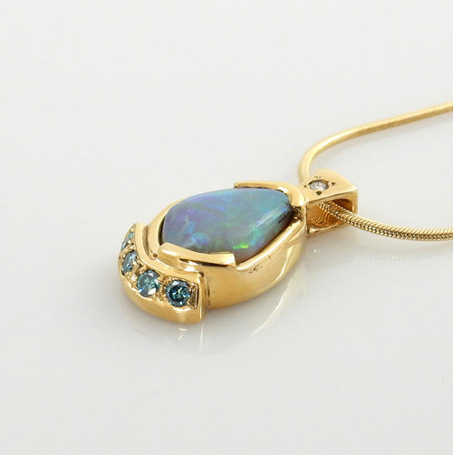 Beautiful Opal Diamond 14kt Gold Pendant