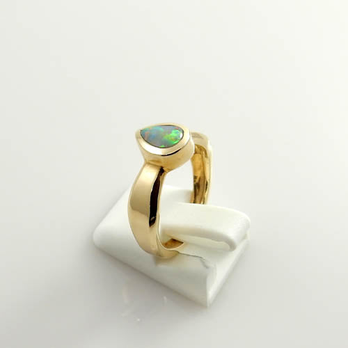 14kt Gold Australian Opal Inlay Ring Size 6.25