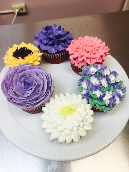 Summer Cupcake Decorating!