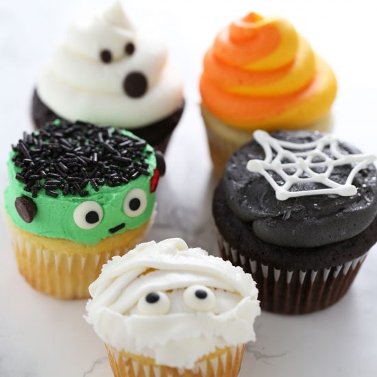 Halloween Cupcake Decorating with Natalie!