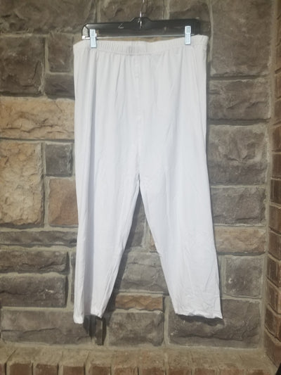 Leg-28 {White Knight} White Capri Leggings EXTENDED PLUS SIZE 3X/5X
