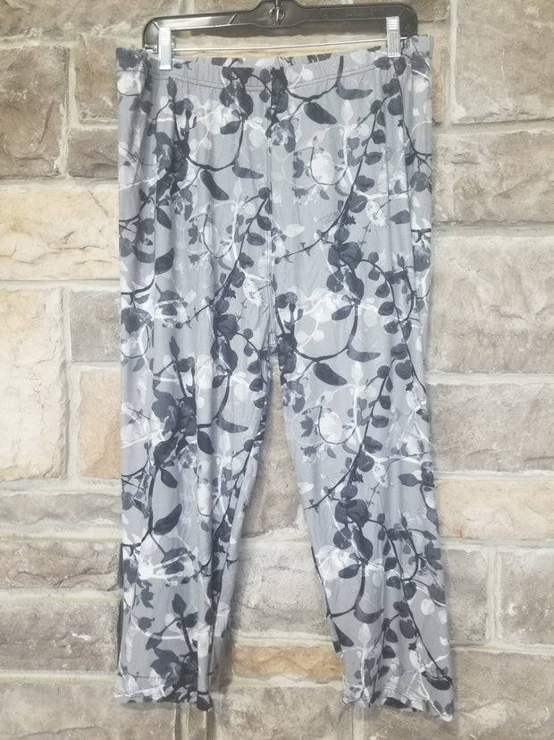 Leg-4 {Leaf Me Alone} Grey Leaf Pattern Capri  Leggings EXTENDED PLUS SIZE 3X/5X