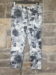 Leg-A {Smokey Roses} Grey Rose Pattern Capri Leggings EXTENDED PLUS SIZE 3X/5X