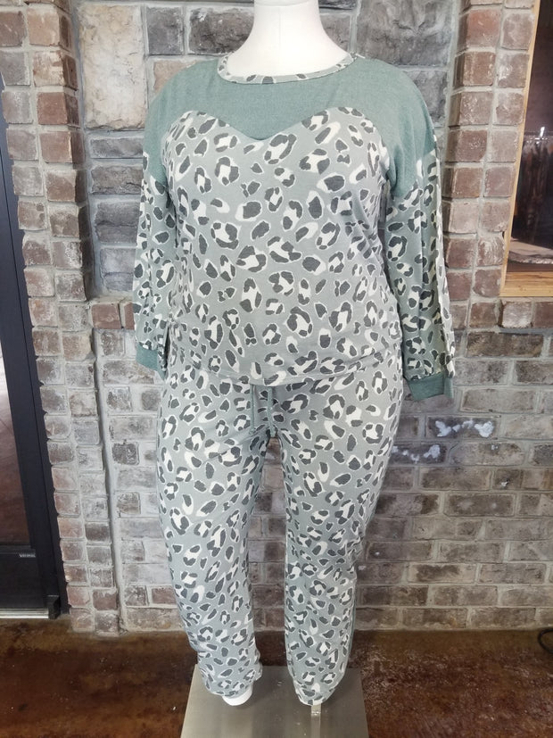 SET-A {Dressed To Chill} Sage Leopard Contrast Lounge Set PLUS SIZE XL 2X 3X