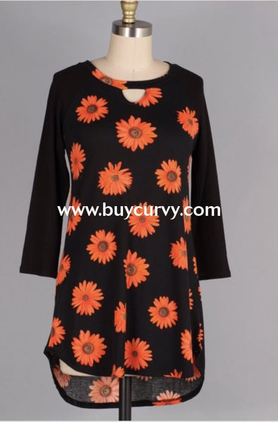 Cp-D {The Way We Were} Black Keyhole Top With Daisy Print Contrast