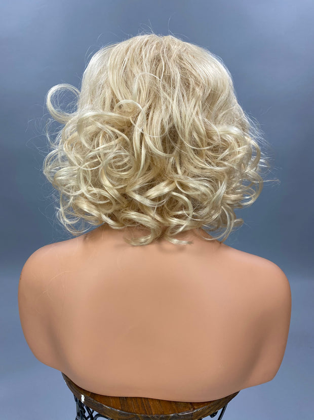 {Tina} Light Blonde Short Curly WIg