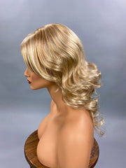 {Jennifer} Golden Blonde Blend Curls Full Wig