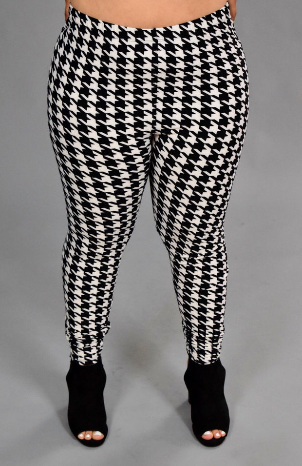 GT/E {She's Classic} Houndstooth Leggings {Extended Plus}