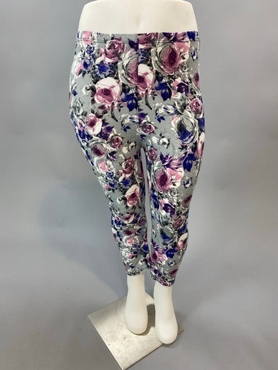 Leg-07 {A Simple Rose} Grey W/Rose Print Capri  Leggings EXTENDED PLUS SIZE 3X/5X