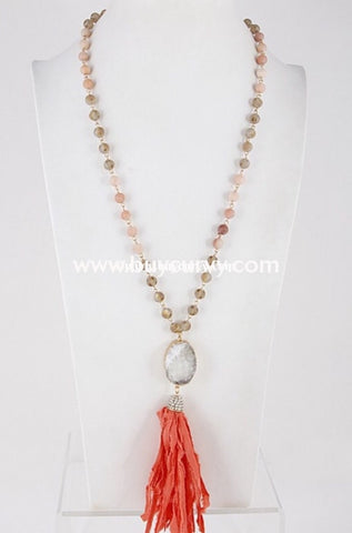 Nc-A Charming Natural Stone Pendant Necklace With Peach Tassel