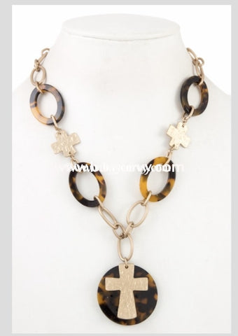 Nc-A Tiger-Tooth Necklace With Gold Cross Pendant