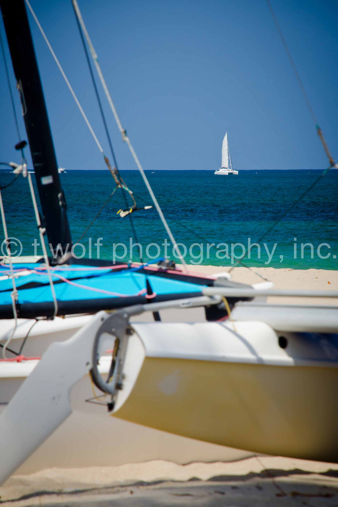 FL 004 - Beach Sailboat
