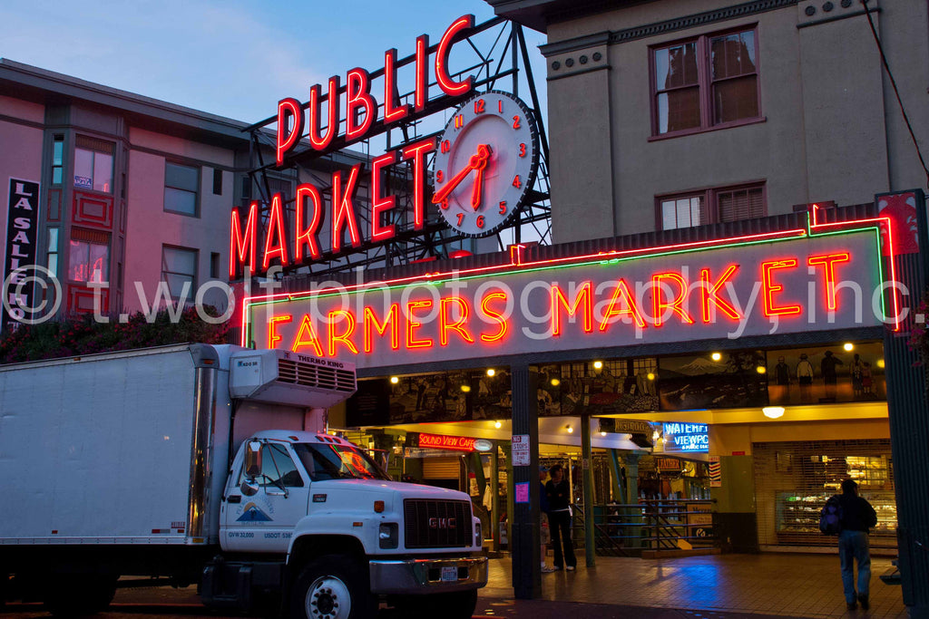 WC 004 - Pike Place Market Morning