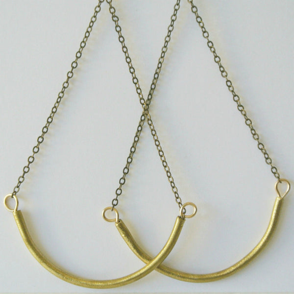 Joan - Arched Dangle Gold Earrings - The Pink Locket