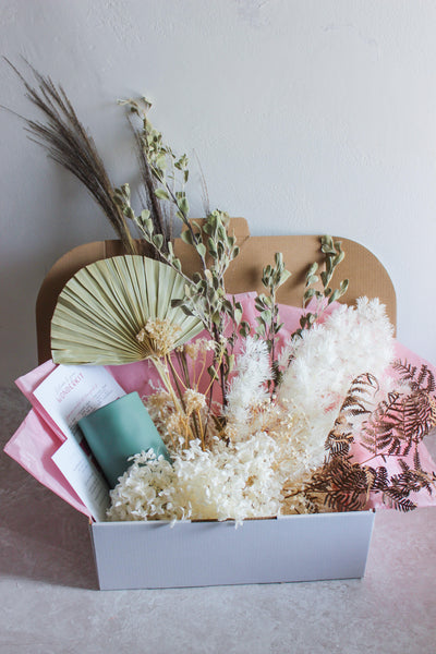 DIY kit in a box consisting of dried flowers, a vase and instructions