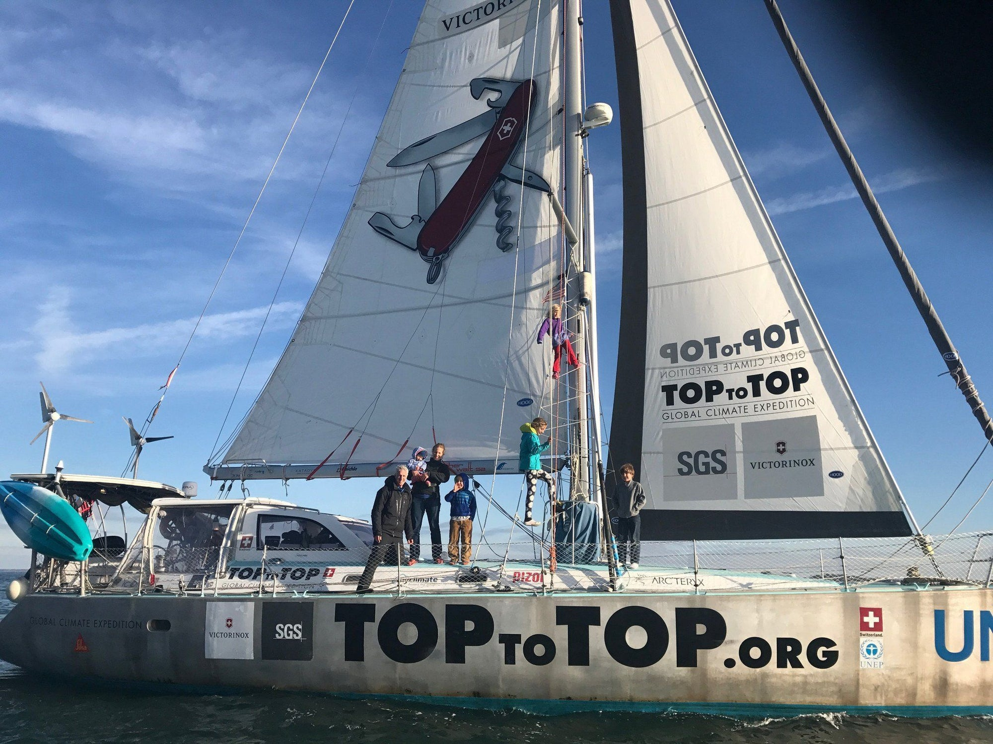 TOPtoTOP boat arrives in Mystic