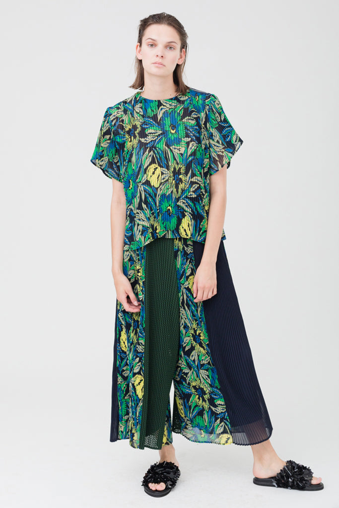 Flower Pleats Loose Blouse