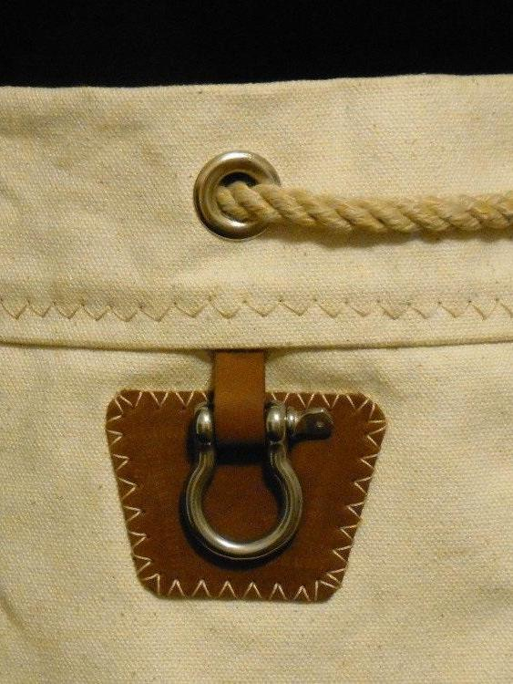 utility shackle with leather pad for ditty bag