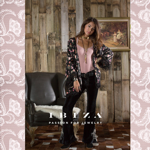 Flores bordadas estampadas encajes moda outfits looks otoño invierno kimono cover up negro - Blog IBIZA PASSION boho chic luxe fashion