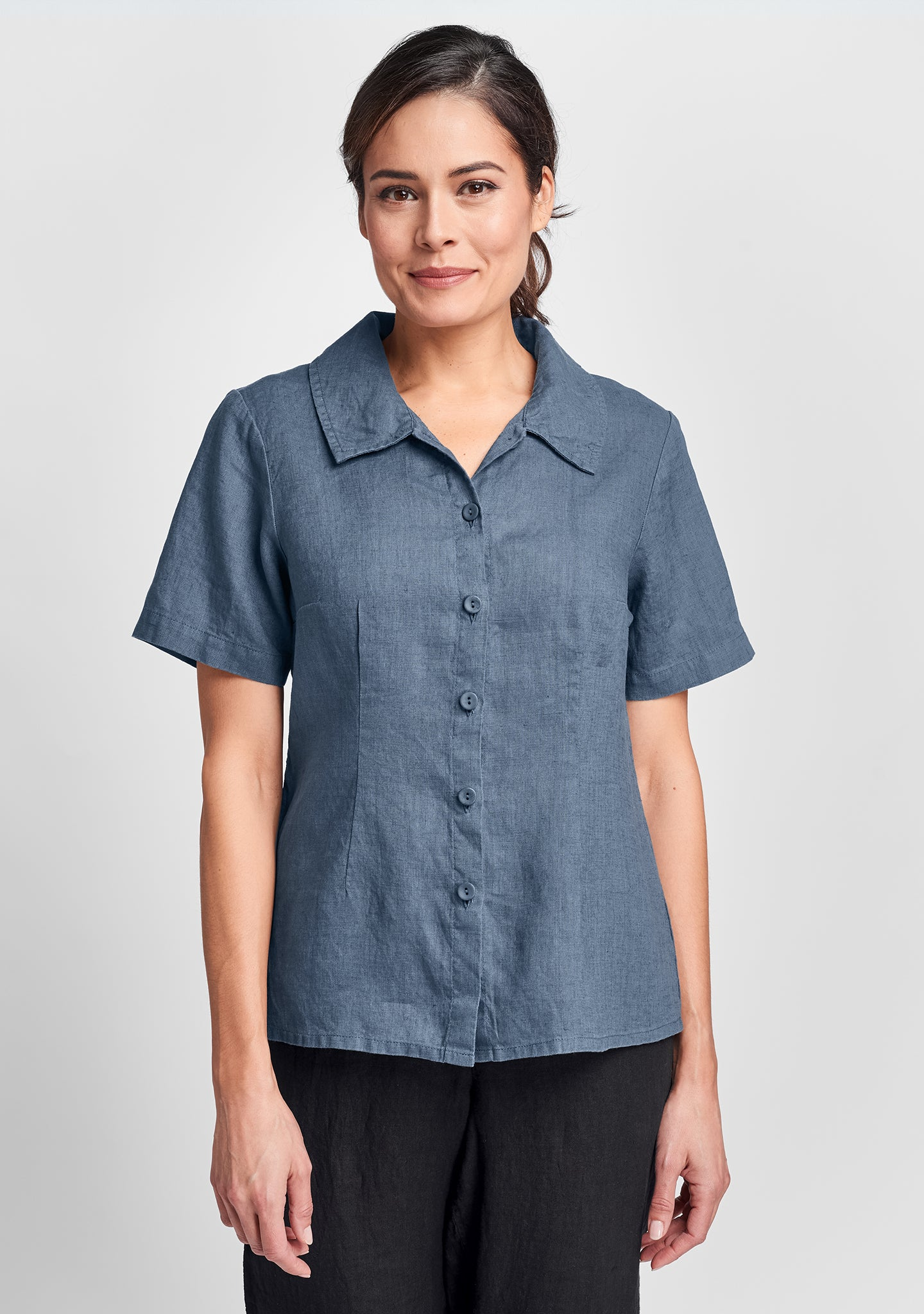 a shapely version linen button down shirt blue
