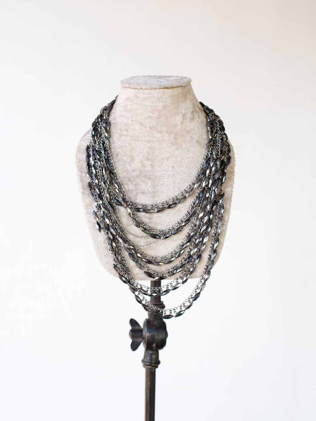 GLASS BEAD & CHAIN NECKLACE 127