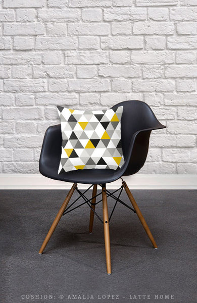 Black and white triangles pillow. - Latte Design  - 2