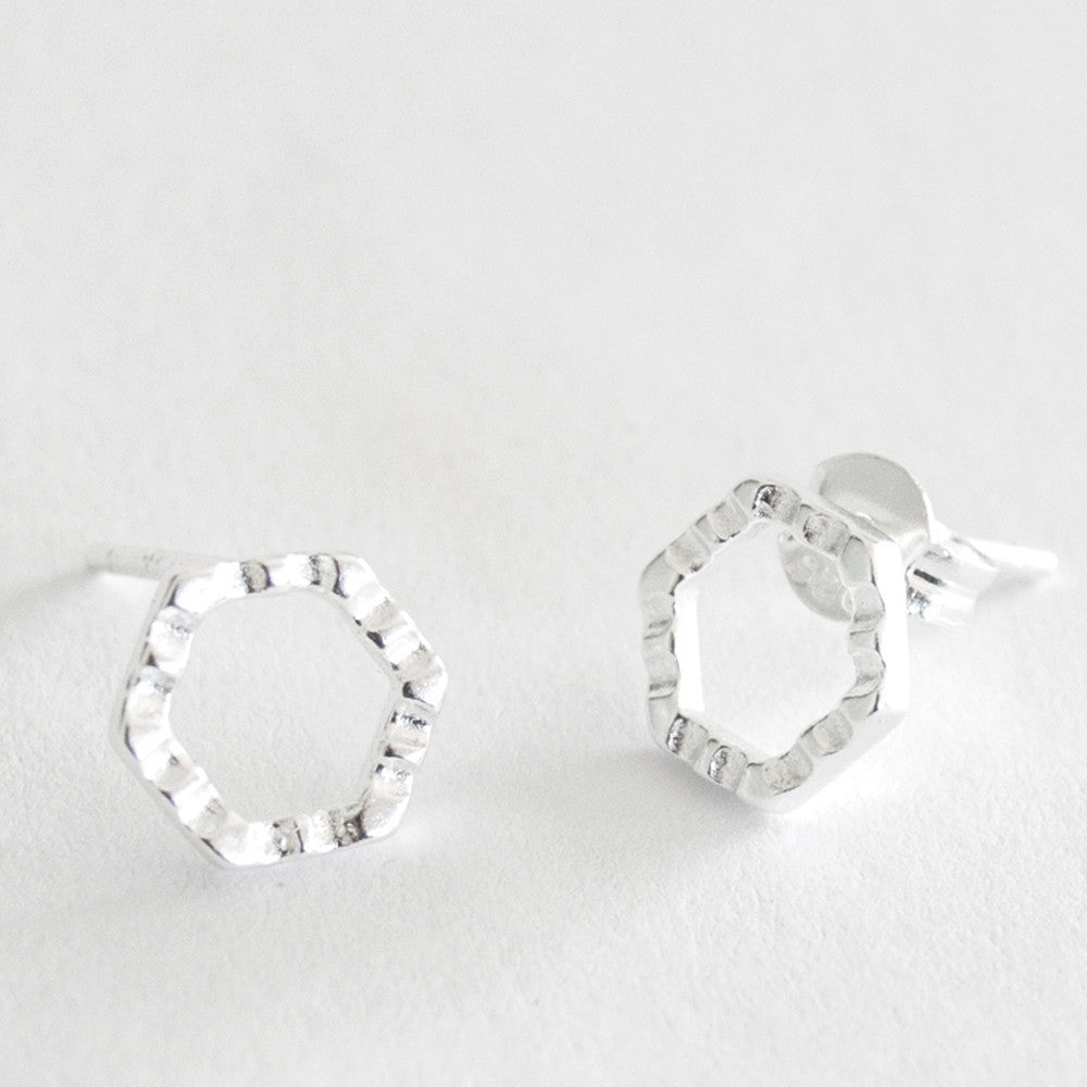 CRIMPED HEX STUD - SILVER